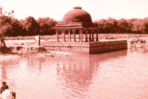 "Hauz-e-samsi also known as the ""sunny water tank"" in 1994. Picture courtesy: Archaeological Survey of India."